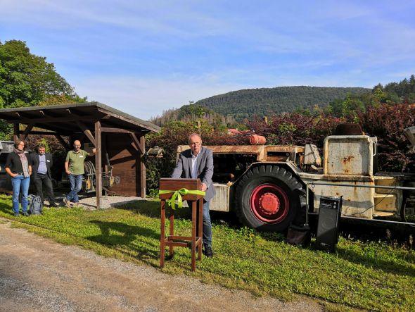 Stiftungsdirektor Gerhard Lenz begrüßt die Gäste am Knesebeck-Schacht (Foto: Stiftung UNESCO-Welterbe im Harz)