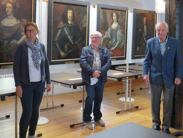 Die Ausstellung wurde von der Amtsgerichtsdirektorin Katharina Studenroth im Beisein von Wolfgang Zeiss (rechts) und Manfred Kirchner eröffnet. Fotos: Förderverein Schloss Herzberg