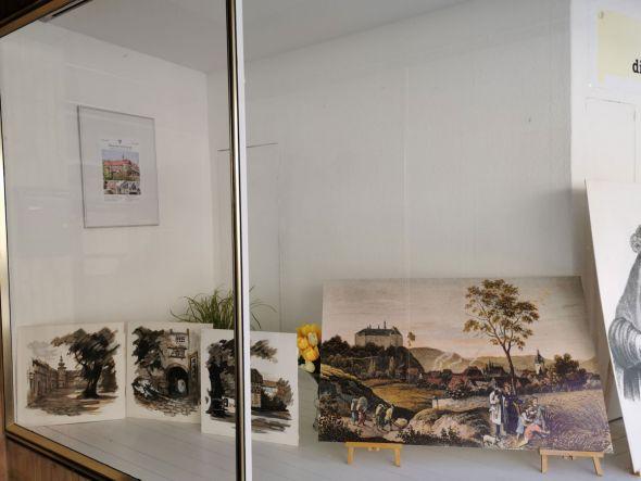Der Merianstich ist ein Blickfang im Schaufenster des ehemaligen Wäschehauses Schween. Fotos: Manfred Kirchner