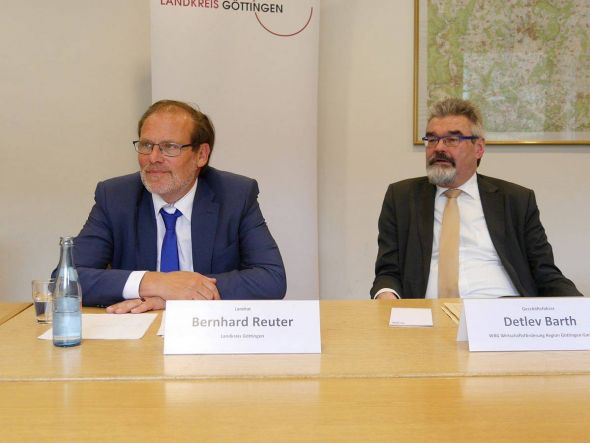 Landrat Bernhard Reuter, WRG-Geschäftsführer Detlev Barth