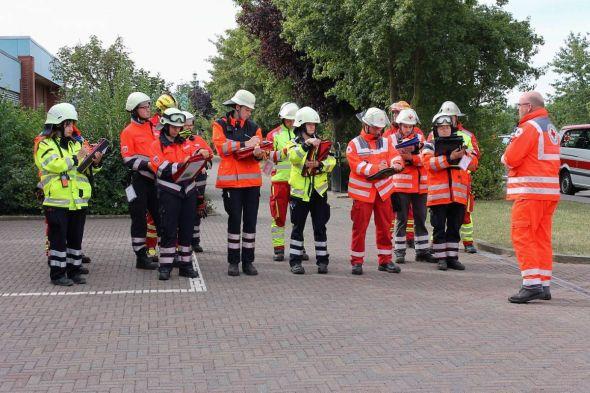 Verschiedene Farben, eine Ausbildung: Der Landkreis Göttingen und Hilfsorganisationen arbeiten bei der Schulung von Führungskräften im Bevölkerungsschutz zusammen.