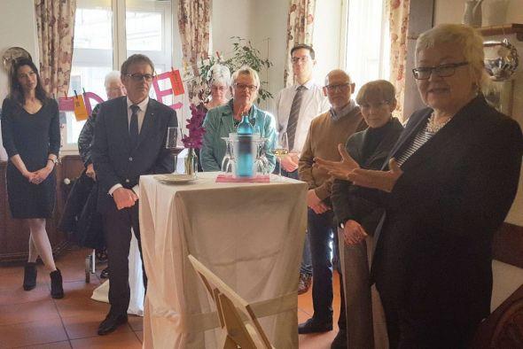 Geschäftsführerin Sabine Heinecke begrüßt die Gäste