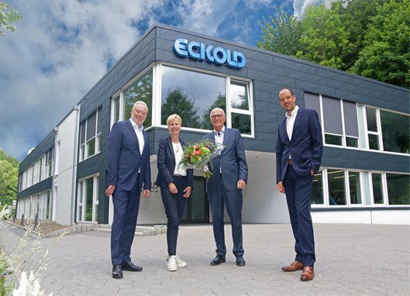 Im Bild v.l. der Vors. Geschäftsführer Ralf Pilgrim mit Geschäftsführerin Annegret Eckold, dem ehemaligen Geschäftsführer Dr. Rainer Beyer sowie das neue Mitglied der Geschäftsführung Patric Daske.