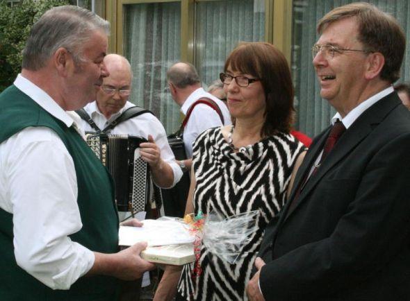 Glückwunsch vom Harzklubvorsitzenden Heinz Gert Trüter an das Ehepaar Jäde