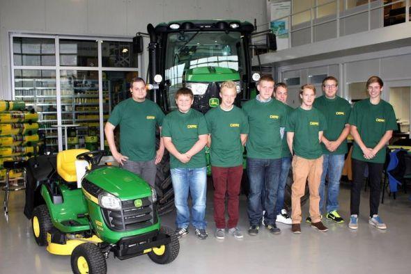 """Die """"Neuen"""" (von links): Mike Knape, Calvin Arlt, Marius Steinmetzer, Lars Rieke, Bryan Richter, Nico Malina, Eike Ottmann und Jan Elbeshausen."""