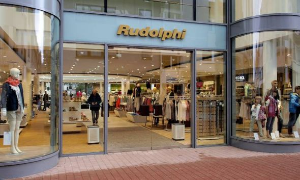 Die Tür zum Shopping-Paradies: Auf den 3.000 Quadratmetern dahinter lassen sich Stunden verbringen.