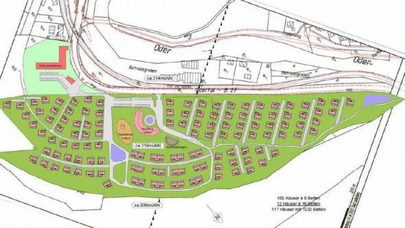 So stellen sich die Planer den Grundriss des Ferienparks vor. Die vorhandene Zufahrt soll weiter genutzt werden, hier soll ein Empfangsgebäude entstehen. Das Gelände um das ehemalige Verwaltungsgebäude (rot, links oben) gehört nicht mehr zum Park.
