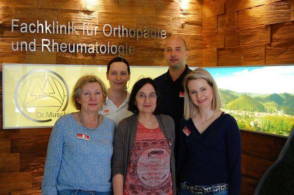 Das Team der neuen Abteilung Multimodale Schmerztherapie: Stephanie Diedrich-Adam – Pain Nurse, Mandy Kirchner Physiotherapeutin, Marlies Baller Psychotherapeutin,  Dr. Marc Uhlir, Facharzt für Schmerztherapie, Kathrin Paland-Rust, Psychotherapeutin