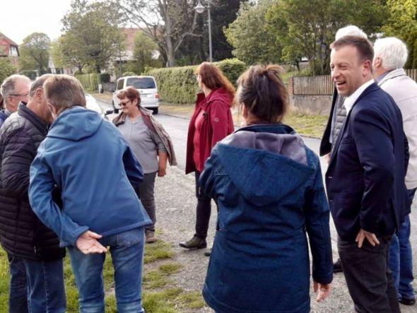 Jens Augat startete seine Arbeitsrundgänge in Düna. Hauptziel war, mit dem Bürgern ins Gespräch zu kommen. (Fotos: SPD Osterode)