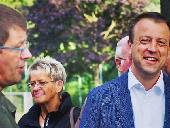 Jens Augat freute sich, dass auch viele Freunde und gute Bekannte in Freiheit beim Abendrundgang dabei waren. (Foto: SPD Osterode)