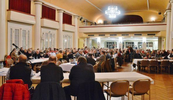 Das Interesse an dem Thema ist riesig. So sorgte die Sitzung für einen vollen Kursaal. (Fotos: Christian Dolle)