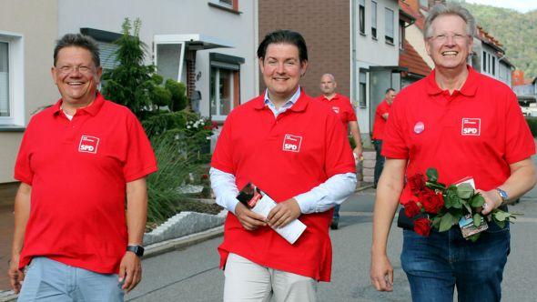 Dr. Andreas Philippi, Marcel Riethig und Dr. Thomas Gans bei ihrem Rundgang durch die Aue