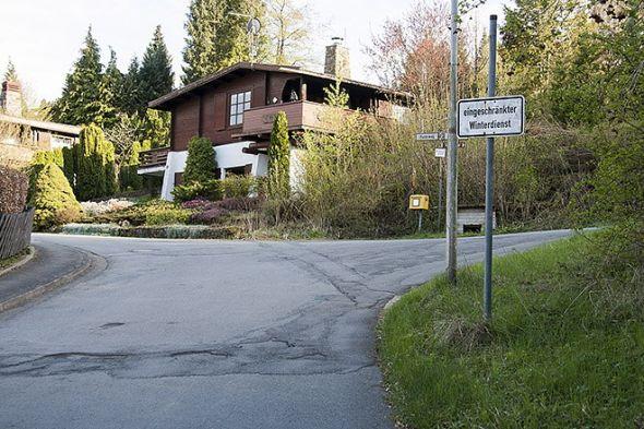 Die Zufahrtstraße zum Bühberg ist städtisch. Dahinter gibt es bisher nur eingeschränkten Winterdienst.