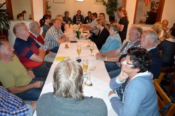 Vollbesetzter Saal bei der Premiere – der erste politische Stammtisch der Wählergruppe traf auf große Resonanz.