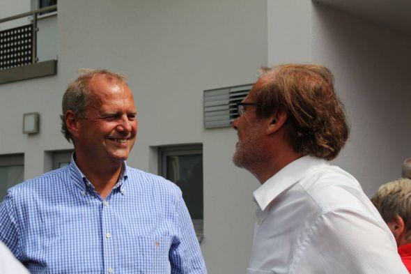 Fritz Güntzler (li.) mit Landrat Bernhard Reuter beim diesjährigen Sommerfest der Klinik Dr. Muschinsky