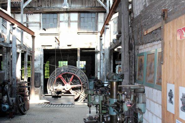Hier funktionieren noch fast alle Maschinen, aber seit etwa vier Jahren darf die Maschinenhalle nicht mehr betreten werden.