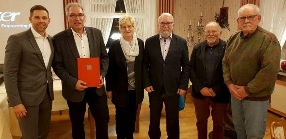 Vorsitzender Steve Scholtyseck (links) ehrte für langjährige Mitgliedschaft (von links): Werner Urban, Edeltraut Rusteberg, Wolfgang Hanewacker, Horst Jödecke und Jürgen Voigt.