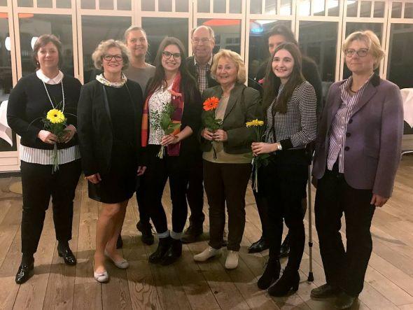Nach den Wahlen (von links): Susanne Mackensen-Eder, Marlies Schügl, Nadine Rosteck, Anika Bittner, Referent Hartwig Fischer, Christel Harnack, Gisela Storch, Hannah Christokat, Christina Teichmann.