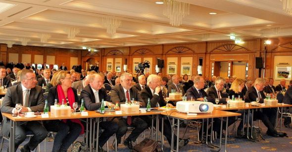 In Bad Lauterberg hat sich die Politprominenz Niedersachsens getroffen – in der ersten Reihe Mitglieder der Landesregierung sowie Spitzen des Landtages und des Landkreistages.