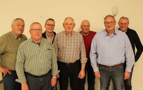 Der neue komplette Vorstand (von links) Jürgen Hanelt, Klaus Baumann (Kassenführer) Steffen Fricke, Horst Winter, Wolfgang Geisler, Christoph Schlemm (Schriftführer) Roland Lehnert (stellv. Schriftführer)