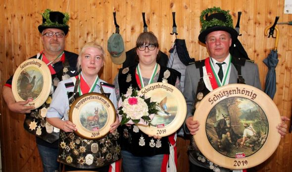 Die neuen Könige (von rechts): Andre Weber, Sarah Reupert, Stephanie Müller und Hubert Michaelis.