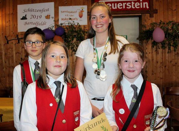 Die neuen Kinderkönige (von links): Joshua Meyer, Mariana Wyrwaletz, Angelina Damm und Tjara Lina König.