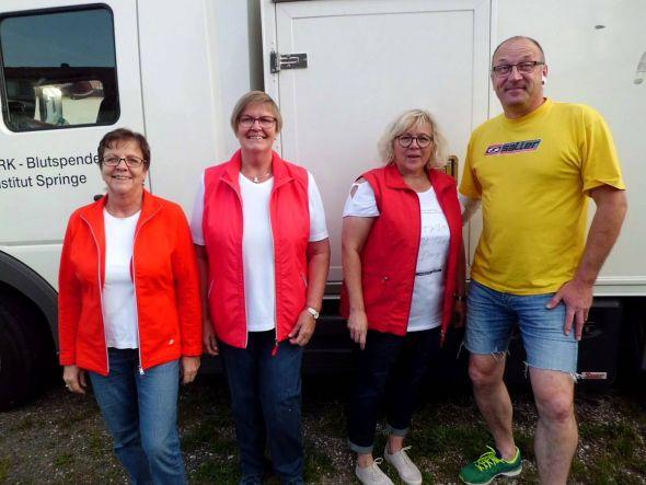 Freuen sich über die gelungene Blutspende-Aktion (von links): Doris Michaelis, Barbara Eckstein, Ina Rathmann, Michael Wienrich.