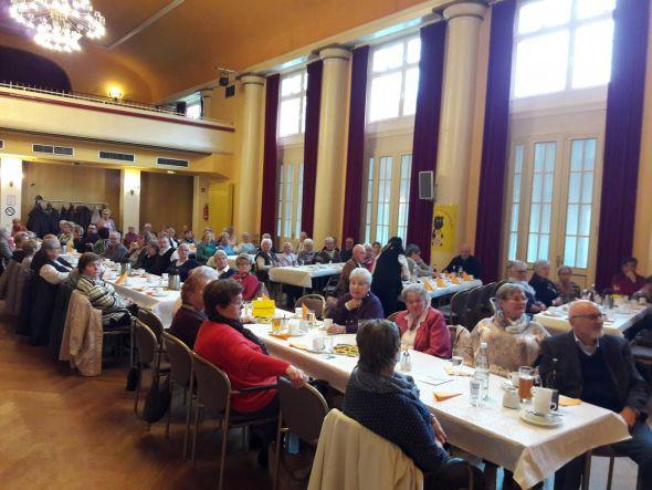 Die beliebte Veranstaltung des SoVD-Ortsverbandes sorgte wieder für einen gut besetzten Kursaal. (Fotos: Brigitte Helmboldt)