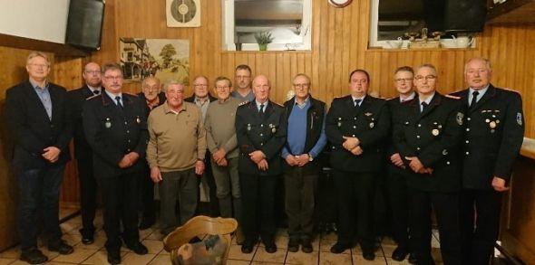 Das neue Kommando mit den Ehrengästen sowie geehrten und beförderten Mitgliedern.