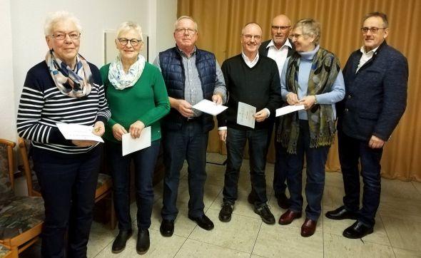 Die geehrten Mitglieder (von links): Hannelore Fricke, Gisela Geisler, Klaus Baumann, Walter Gottschling, Wolfgang Geisler (1. Vorsitzender), Gerlind Gottschling und Rüdiger Keil (Hauptschatzmeister vom Hauptverband).
