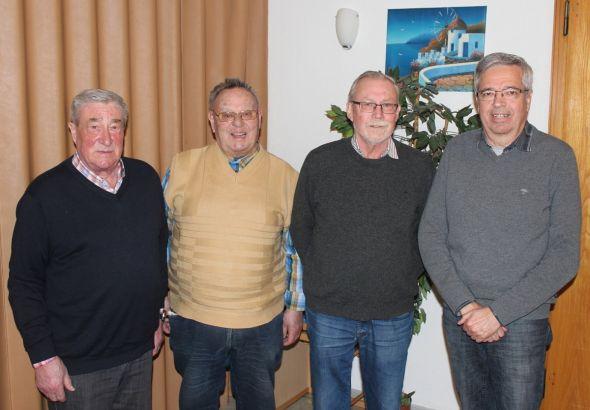 Der anwesende Vorstand (von links): Kurt Morich, Claus Kreter, Dieter Breme, Siegfried Golla.