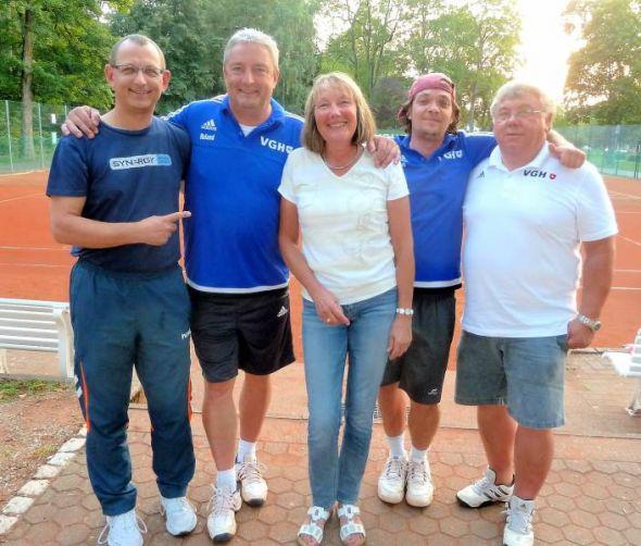 Die Sieger und Organisatoren (von links): Michael Wald (1. Platz), Roland Stahl, Gabi Alter (ebenfalls 1. Platz), Timo Fröhlich (3.) und Spielleiter Dieter Gattermann.