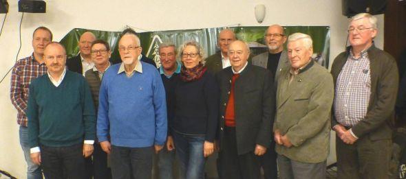Die geehrten Mitglieder und die neu gewählten Vorstandsmitglieder.