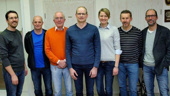 Der alte und neue Vorstand (von rechts): Henning Holland, Rainer Behrens, Julia Schmalz, Thorsten Werner, Werner Böttcher, Mario Ludwig und Boris Janssen. (Foto: Michael Töllner)