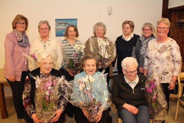 Stehend von links: Astrid Morich, Ingrid Wienrich, Jutta Morich, Ruth Jürgens, Gisela Wedler, Karin Jockisch, Monika Winter.                 Sitzend von links: Elisabeth Heise, Melitta Große, Doris Rohmann