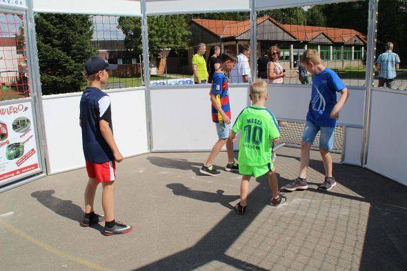 """Der """"Fußballkäfig"""" in Aktion"""