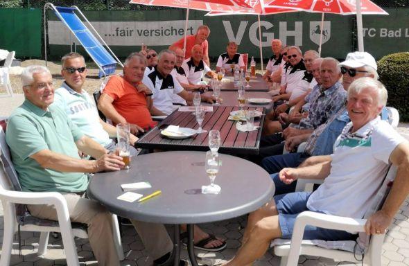 """Gemütliches Beisammensein nach den Spielen in der """"Lauterberger Sonne""""."""