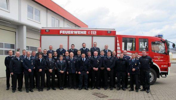 Die Teilnehmer vor dem Tagungsort, dem Feuerwehrhaus in Herzberg.