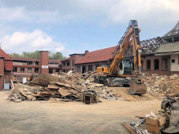 Die Bagger sind im Einsatz, der Abriss der alten Wistoba hat begonnen. (Fotos: A. Stollberg)