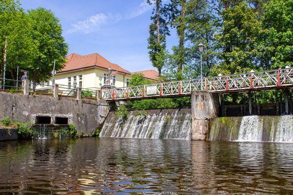 Zweifelsohne ein Wahrzeichen Bad Lauterbergs: Das Scholmwehr, direkt an Kurpark und Kurhaus gelegen.