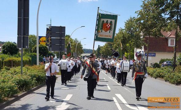 Am Sonntag marschiert der Festzug durch die Stadt