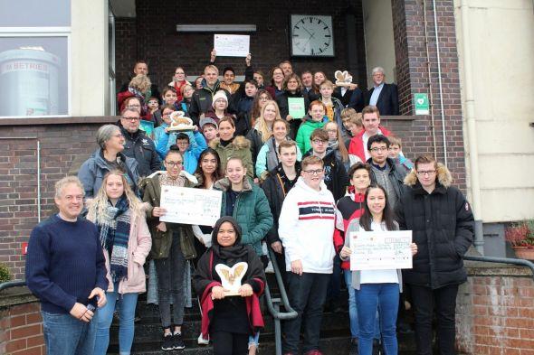 Alle Beteiligten mit Jens Halves (vorn links).