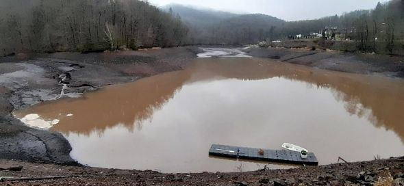 Der Wasserstand im Wiesenbeker Teich ist innerhalb von zwei Tagen um mehr als zwei Meter gestiegen. (Fotos: Dieter Pfeiffer)