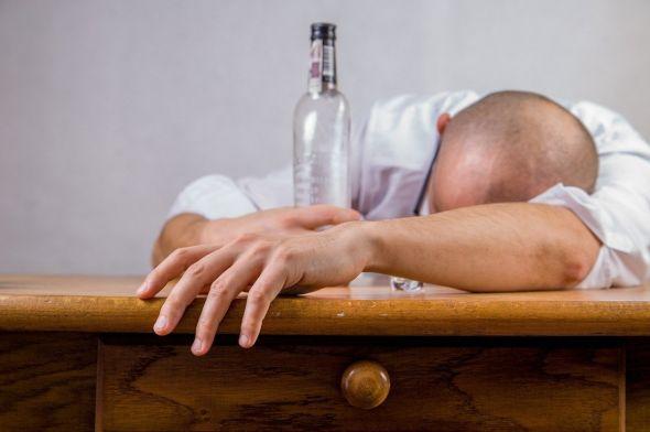Auszeit vom Alkohol nötig? Ein kurzfristiger Verzicht bringt nicht viel, Alkohol sollte generell immer nur in Maßen genossen werden. (Foto: Michal Jarmoluk / Pixabay)