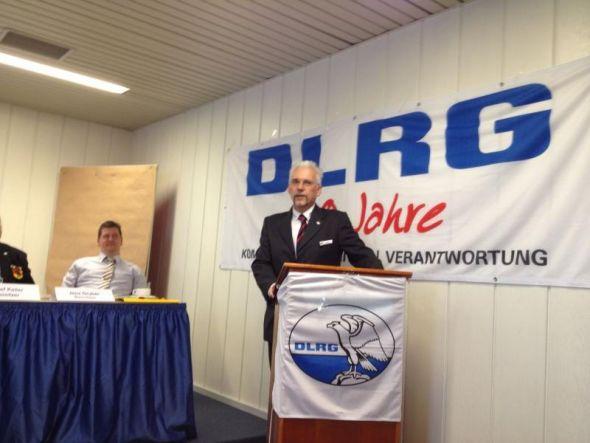 Der Vorsitzende der DLRG-Ortsgruppe, Otto Holzigel, begrüßte die Delegierten.....