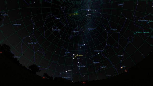 Der nord-östliche Sternenhimmel über St. Andreasberg am 11. August um 23.00 Uhr Ortszeit mit Markierung des Radianten der Perseiden.