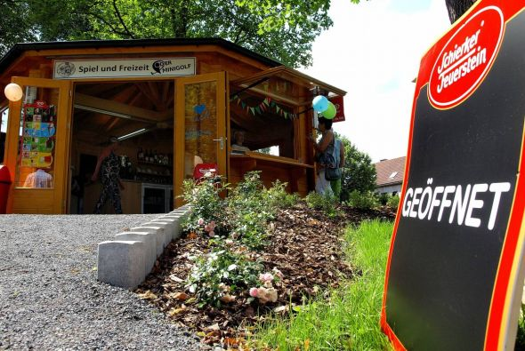 Auch wenn an Minigolf noch nicht zu denken ist – die SFB GmbH setzt ein Zeichen: Der Kiosk ist eröffnet.