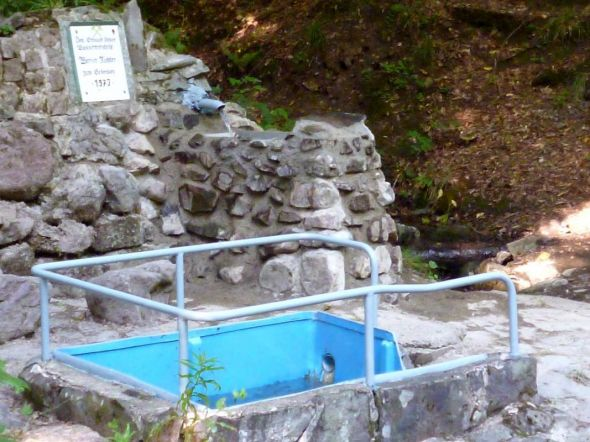 Die Wassertretstelle Renneborn im Andreasbachtal erstrahlt im neuen Glanz.