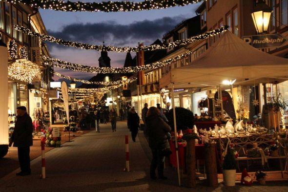 So schön bummelt es sich auf dem weihnachtlich geschmückten Boulevard