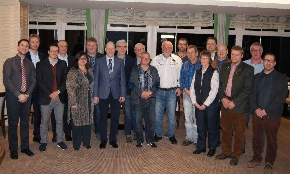 In Anwesenheit von Werksleiter Aleksandar Mijovic (links) fand die Feierstunde statt